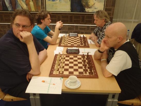 Bastiaan op de voorgrond tegen Jasper Seelemeijer,  daarachter Sander Taams - Herman Voss