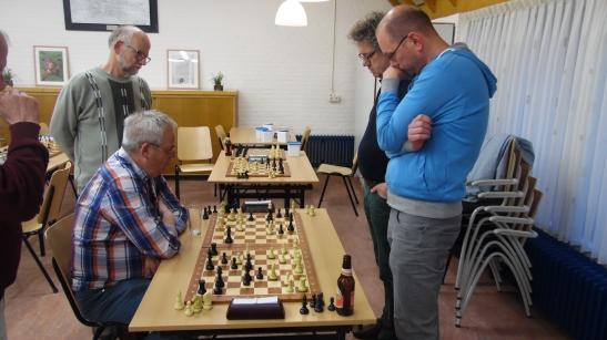 Ook met zij drieën kun je dan spelen. Willem, Ton en Herman S deden dat.